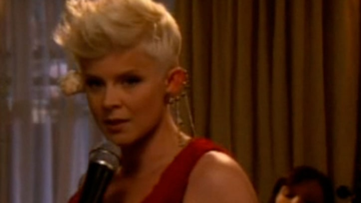 Watch: Robyn Sings on 'Gossip Girl'