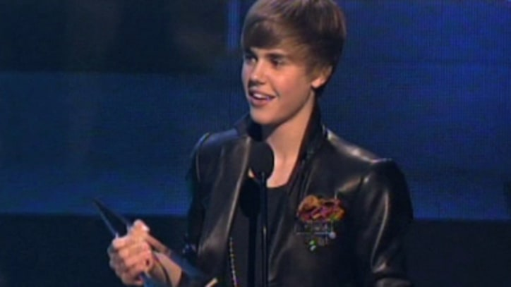 Justin Bieber Accepts Artist Of The Year - 2010 AMA's