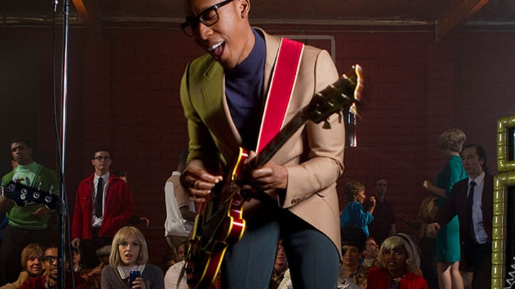 Video Exclusive: Raphael Saadiq Rocks on 'Radio'
