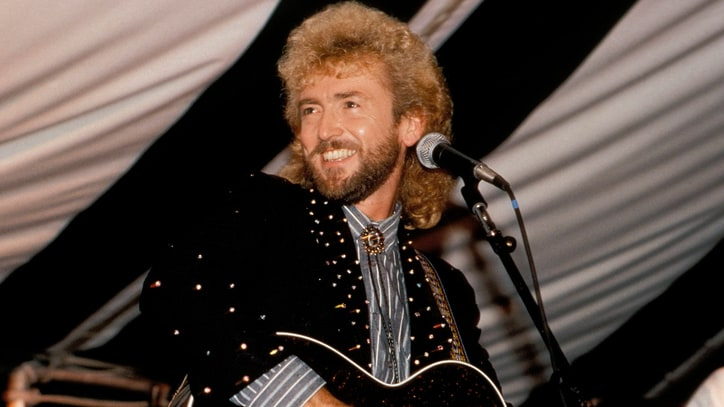 Flashback: See Keith Whitley Sing 'No Stranger to the Rain'