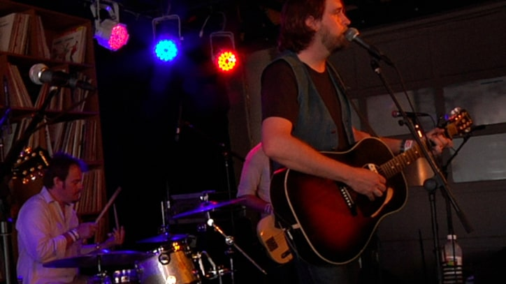 Hayes Carll Performs