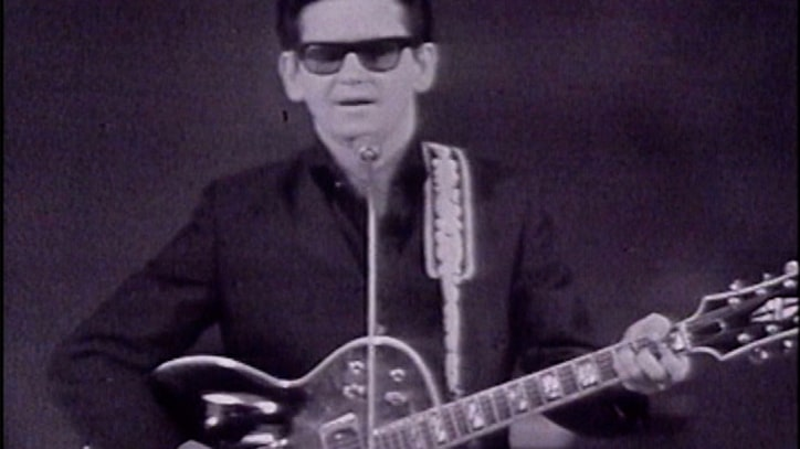 Roy Orbison Singer performs gorgeous 'Only the Lonely' in 1965