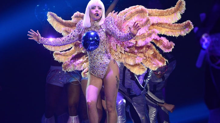 Lady Gaga's Live Artflop: NYC Ghosts and Flowers