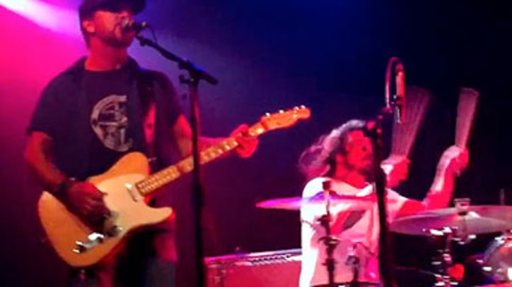 Eddie Vedder Jams with Dave Grohl and Mike Watt