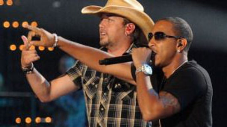 Jason Aldean and Ludacris 'Dirt Road Anthem' on CMT Awards