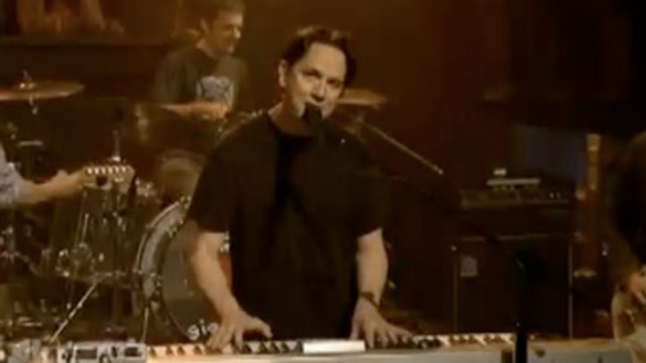 They Might Be Giants 'Can't Keep Johnny Down' on 'Fallon'