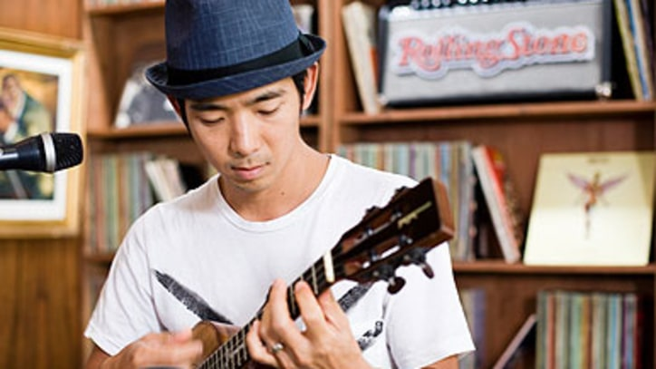 Jake Shimabukuro Ukulele virtuoso covers Queen