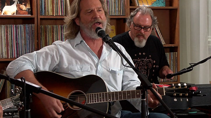 Jeff Bridges Legendary actor sings country rock tunes