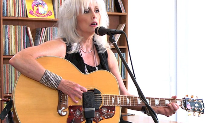 Emmylou Harris Pays tribute to her dog and Gram Parsons