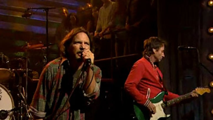 Pearl Jam Premiere 'Olé' on 'Fallon'