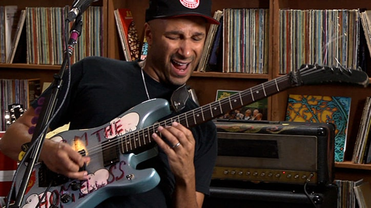 Tom Morello Rocks as the Nightwatchman