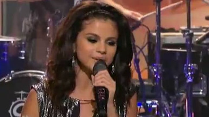 Selena Gomez and the Scene 'Love You Like A Love Song' on 'Leno'