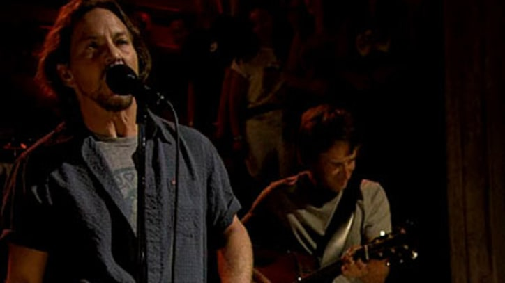 Pearl Jam Cover Pink Floyd's 'Mother'