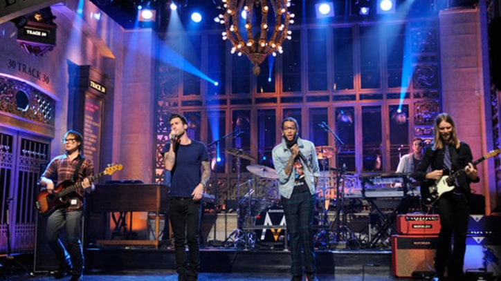 Maroon 5 and Travie McCoy 'Stereo Hearts' on 'SNL'