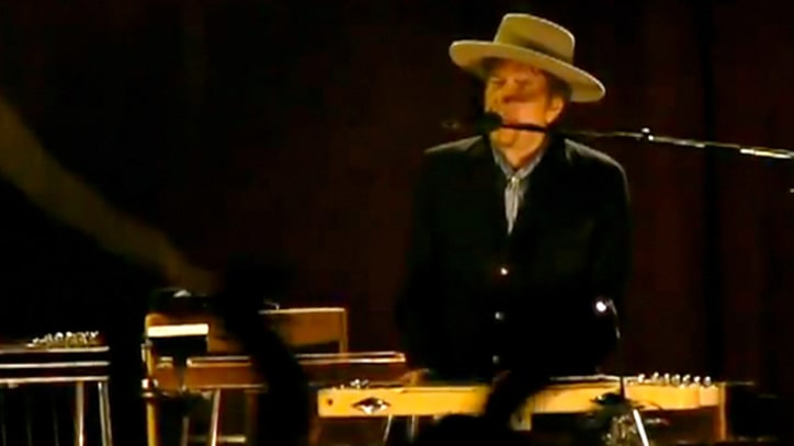 Bob Dylan and Mark Knopfler Duet on 'Forever Young'