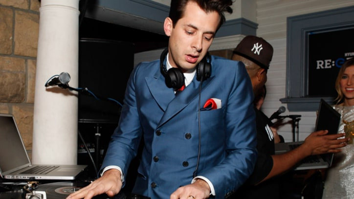 Mark Ronson and Erykah Badu 'A La Modeliste'