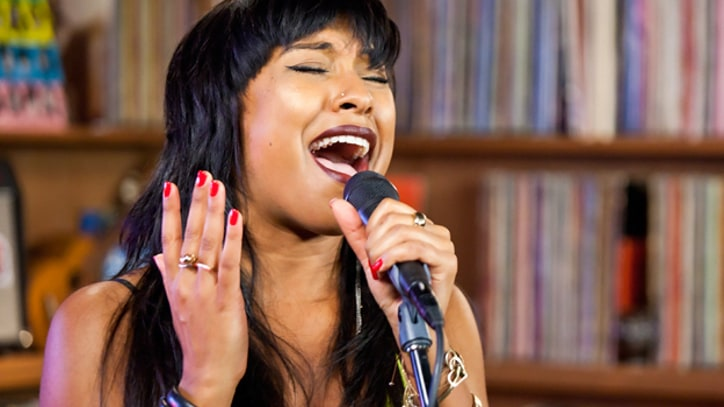 Melanie Fiona Performs in the Rolling Stone studio