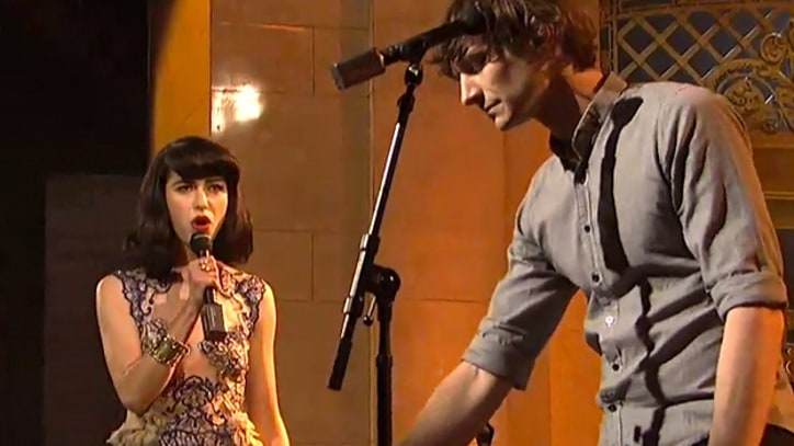 Gotye 'Somebody That I Used To Know' on 'SNL'