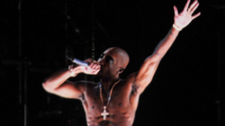Tupac Hologram at Coachella Late rapper 'performs' with Snoop Dogg