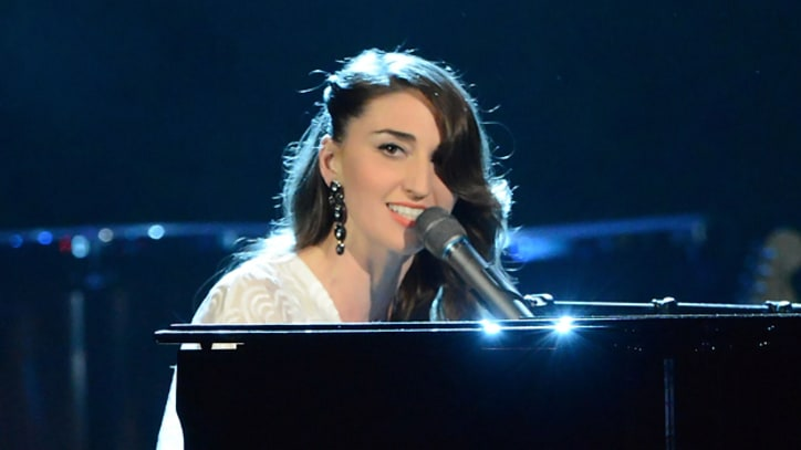 Sara Bareilles Pays tribute to Laura Nyro