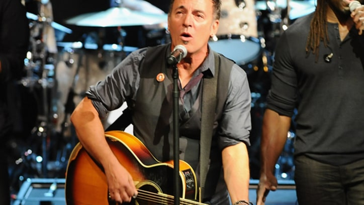 Bruce Springsteen Sings 'The Weight' in Levon Helm's Honor