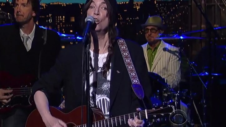 Patti Smith Sings 'Banga' on 'Letterman'