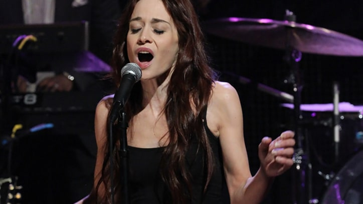 Fiona Apple Sings McCartney's 'Let Me Roll It' on 'Fallon'