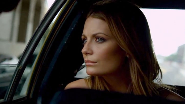 Mischa Barton Chases Noel Gallagher in 'Everybody's on the Run'