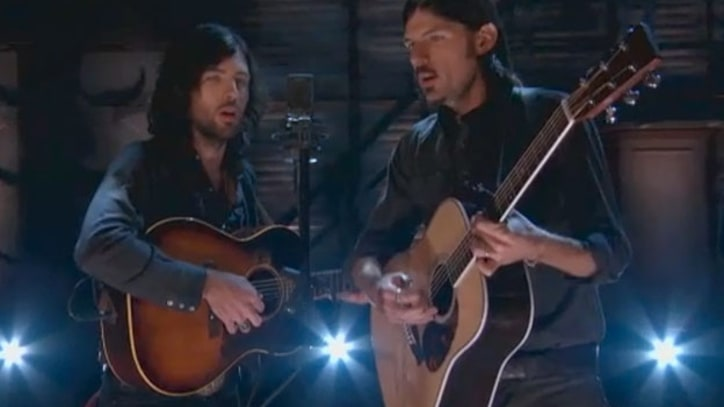 Avett Brothers Play 'Murder in the City' on Conan