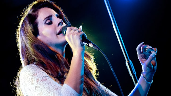 Lana Del Rey Covers 'Heart-Shaped Box' in Sydney