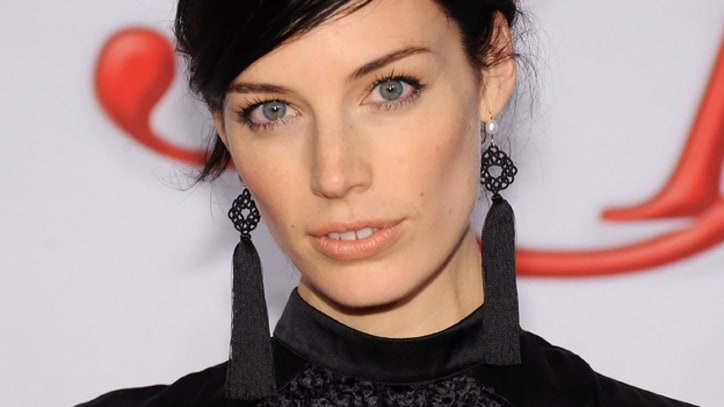 'Mad Men' Star Jessica Pare Jams With Jesus And Mary Chain