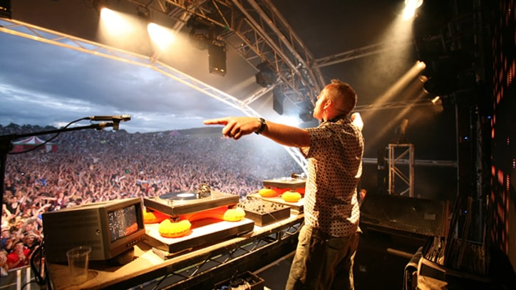 Premiere: Fatboy Slim Dazzles Hometown Crowd With 'Praise You'