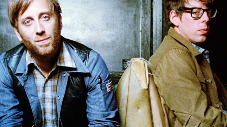 Premiere: The Black Keys Invade Iconic Dive Bar on 'Little Black Submarines'