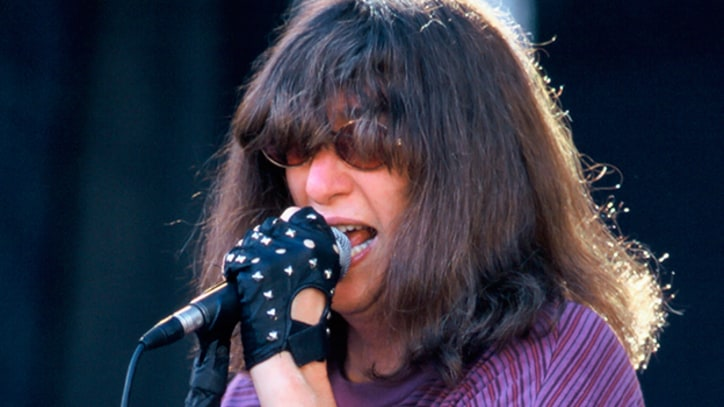 Flashback: Ramones Perform With Eddie Vedder at Their Final Show