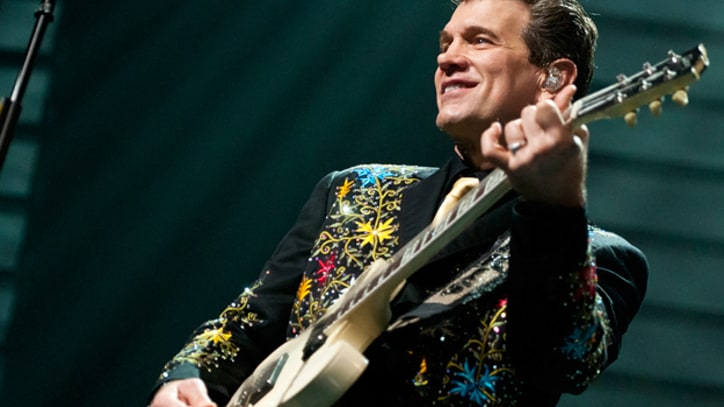 Chris Isaak Boogies Down on 'I Want Your Love' Live