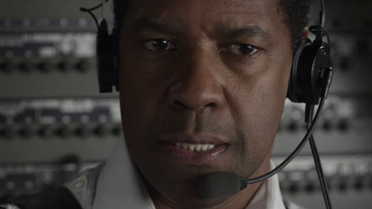 Travers: Denzel Washington Joins Oscar Race With 'Flight'