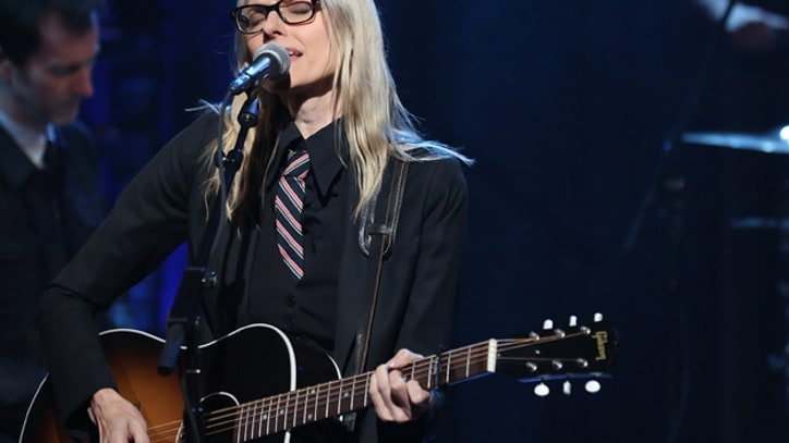 Aimee Mann Treats New York Audience to 'Oh Sandy'