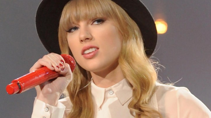 Taylor Swift Debuts 'State of Grace' During 'X Factor' Double Elimination