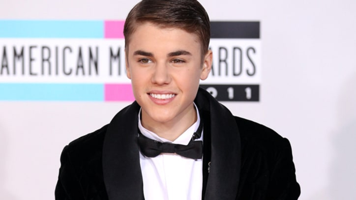 Watch: 2012 American Music Awards Red Carpet