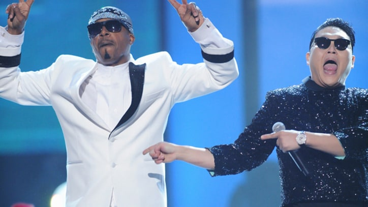 MC Hammer Joins Psy to Close American Music Awards