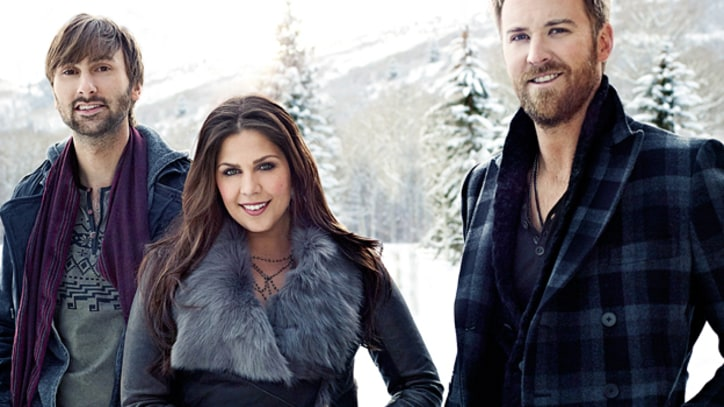 Lady Antebellum Sings a Sultry 'Blue Christmas'