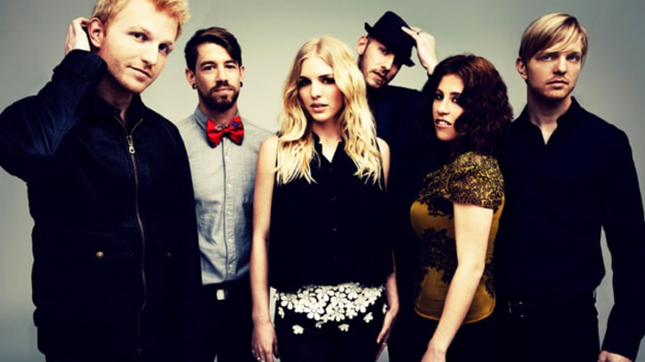 Delta Rae Storm Through 'Dance in the Graveyards' - Premiere