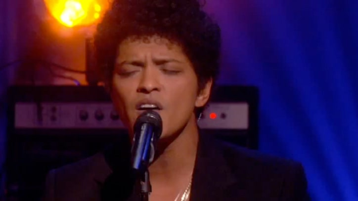 Bruno Mars Performs 'Count on Me' in Tribute to Newtown Victims
