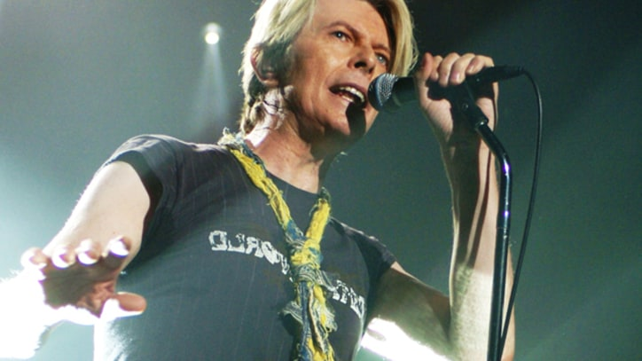Flashback: David Bowie Performs 'Heroes' in 2003