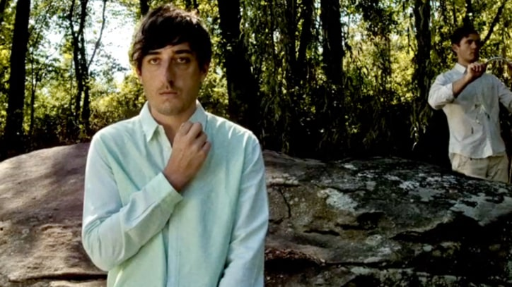 Grizzly Bear Get Twitchy in 'Gun-Shy'