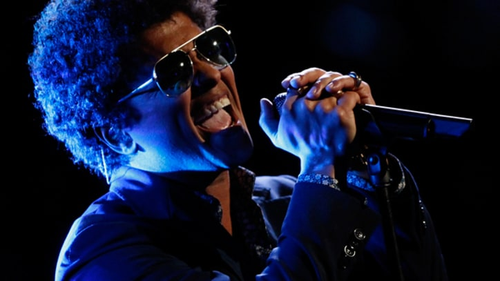 Bruno Mars Plays Lonely Balladeer in 'When I Was Your Man'