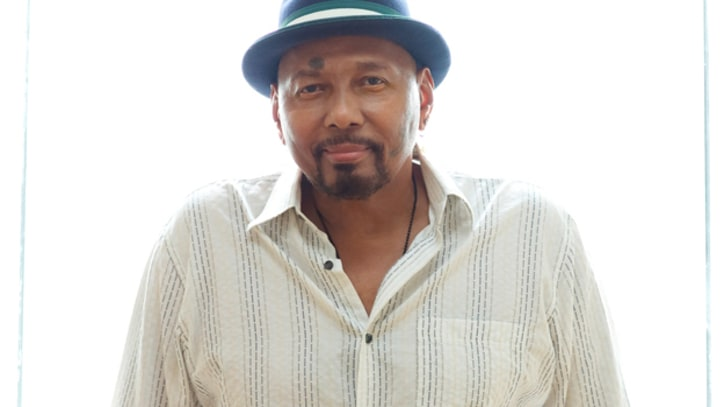 Aaron Neville Croons Through 'This Magic Moment'