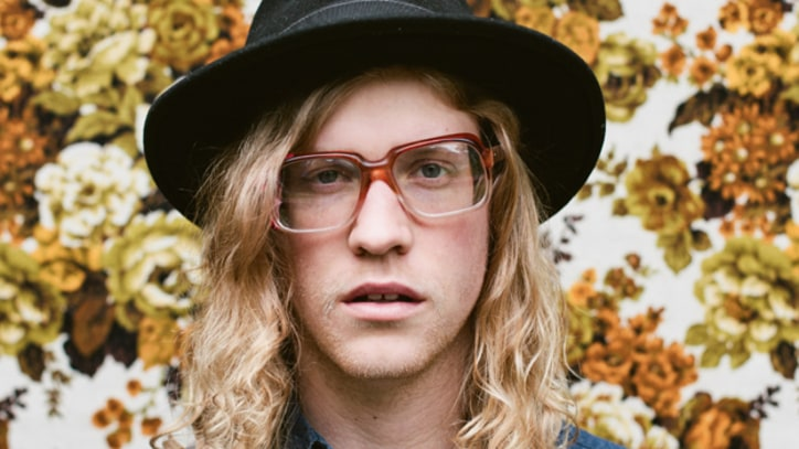 Allen Stone Spreads Soulful Cheer in 'Celebrate Tonight' - Premiere