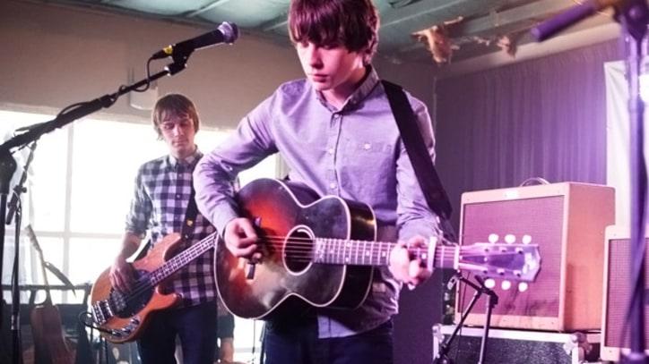 SXSW 2013: Jake Bugg Performs 'Love Me The Way You Do'