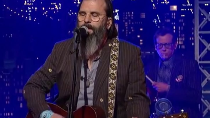 Steve Earle Spotlights the 'Invisible' on 'Letterman'